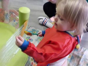 Schilderen op vershoudfolie (1-2 jarigen)